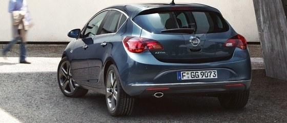 Personel Autoryzowanych Serwisów naszej firmy jest wyposażony w najnowocześniejsze narzędzia warsztatowe i diagnostyczne. Pracuje zgodnie z określonymi procedurami firmy Opel, wykorzystując oryginalne części zamienne zapewniające właściwą jakość oraz bezpieczeństwo produktu.