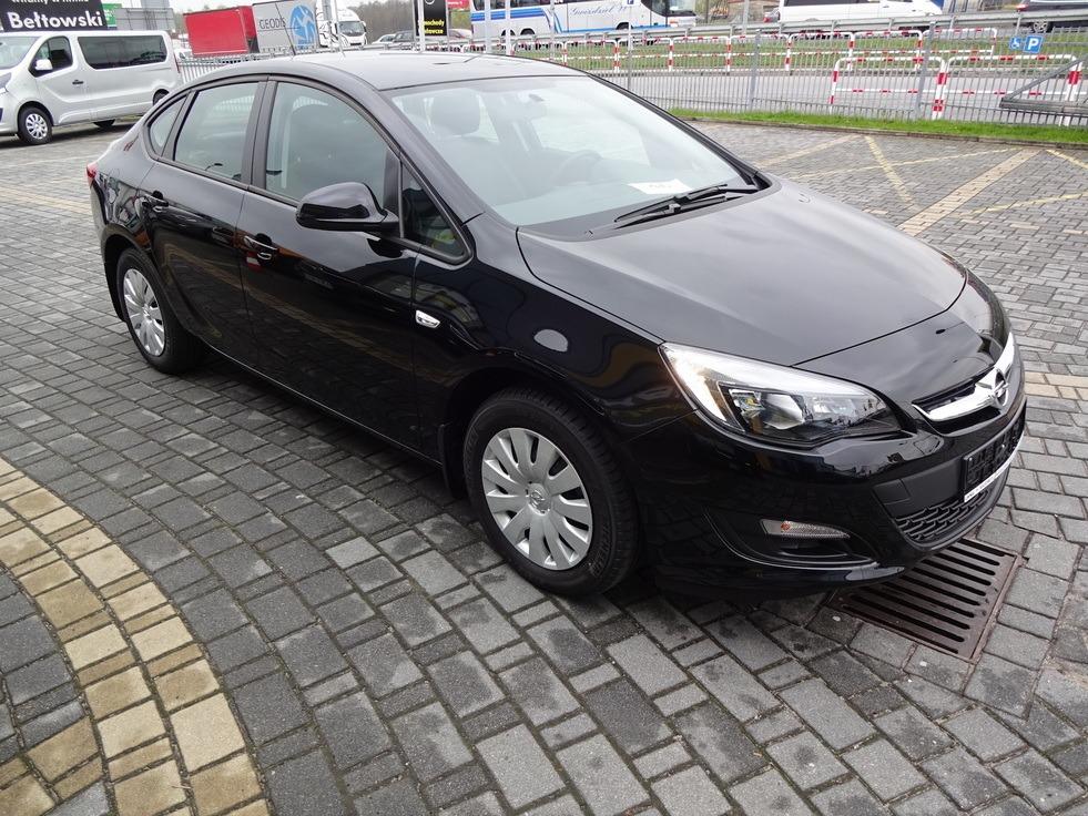 Bogato wyposażony Opel Astra J