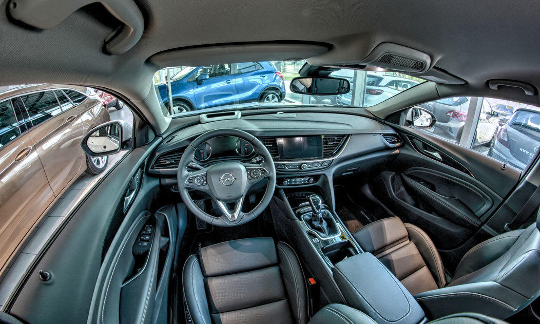 Kabina, fotel kierowcy nowy Opel Insignia