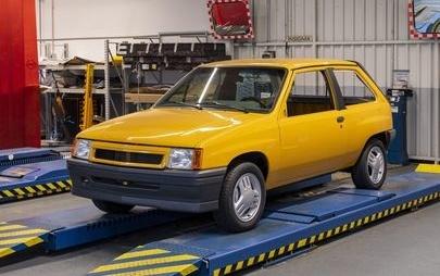 Premiera na targach IAA w Frankfurcie: nowy Opel Corsa spotyka rzadki model Corsy GT