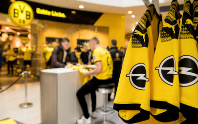 Logo Opla na nowych koszulkach Borussii Dortmund