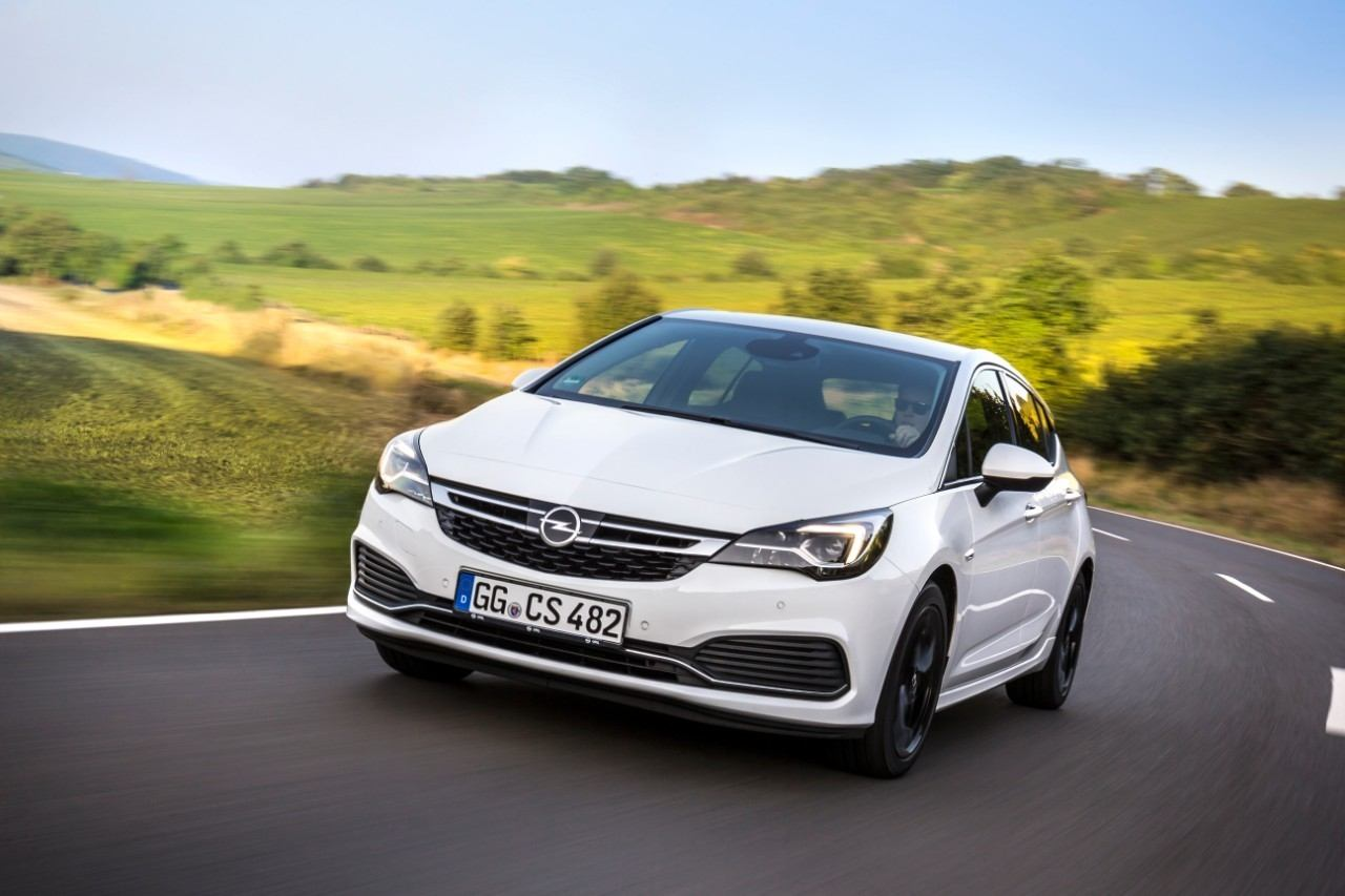 Emisja w ruchu rzeczywistym: Bestsellerowy Opel Astra z silnikami benzynowym i Diesla o poj. 1.6 litra już spełnia normę emisji spalin Euro 6d TEMP, która uwzględnia wartości mierzone na drogach publicznych.
