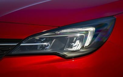 Wysoka efektywność: nowy Opel Corsa i Opel Astra z energooszczędnymi reflektorami LED