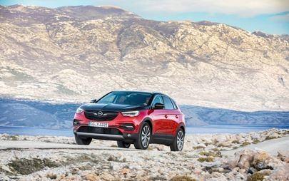 Naładowany do pełna: Opel Grandland X jako hybryda plug in z napędem na wszystkie koła