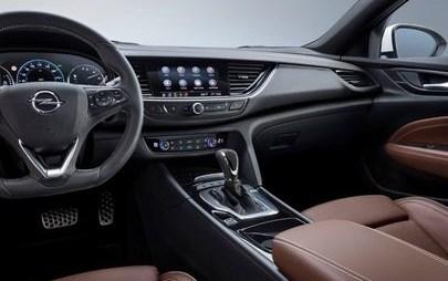 Opel Insignia debiutuje z systemami multimedialnymi nowej generacji