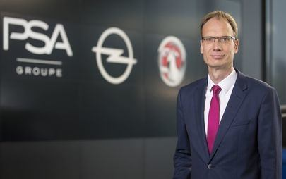 "Michael Lohscheller, dyrektor generalny firmy Opel, otrzymuje nagrodę ""MANBEST 2019"" od jury AUTOBEST"